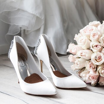 Bridal shoes & flowers bouquet
